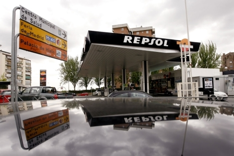 Una gasolinera de Repsol en Madrid. | Alberto di Lolli