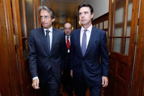 José Manuel Soria (d) y el alcalde de Santander, Íñigo de la Serna (i). | David S. Bustamante