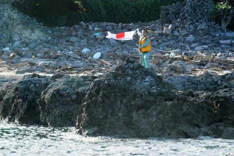Un activista japonés en una isla de Senkaku. | Afp
