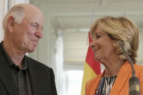 El director general de Las Vegas Sands y Esperanza Aguirre (archivo).   J. Barbancho