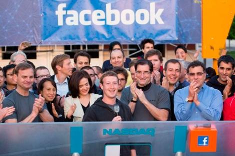 Zuckerberg celebra la salida a Bolsa de Facebook en mayo.   Efe
