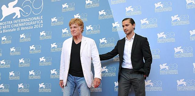 Robert Redfort y el actor Shia LaBeouf en la Mostra. | Foto: Efe