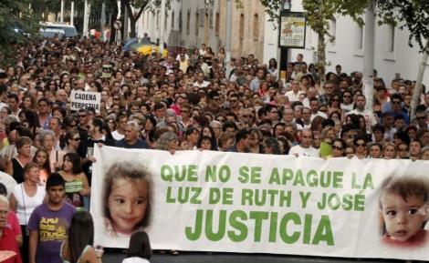 Cabecera de la marcha de Córdoba en apoyo a la familia de Ruth y José. | Efe