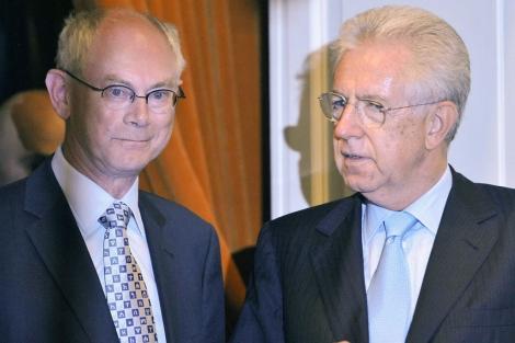 Herman Van Rompuy (izq.) y Mario Monti en la reunión. | Reuters