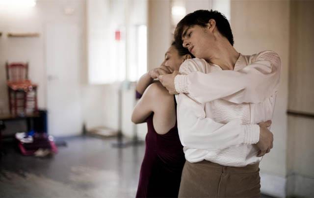 Sergio Bernal ensaya una coreografía junto a Lola Greco.   Roberto Cárdenas