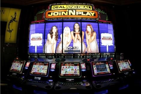 Máquinas de juego en el interior del Casino de Torrelodones.  Alberto Di Lolli