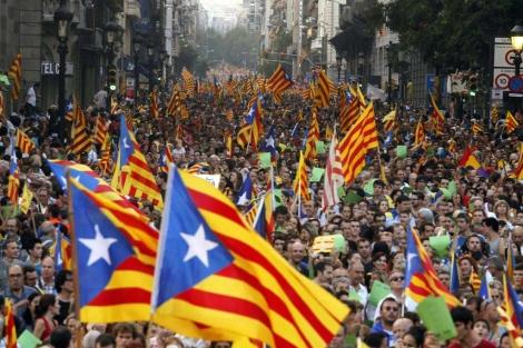Miles de ciudadanos participaron en la manifestación.   Efe