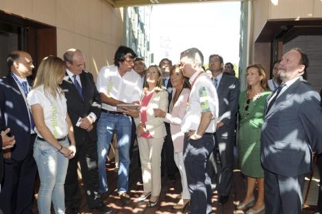 Ana Pastor visita la Villa Solar de la mano de la organización. | EFE