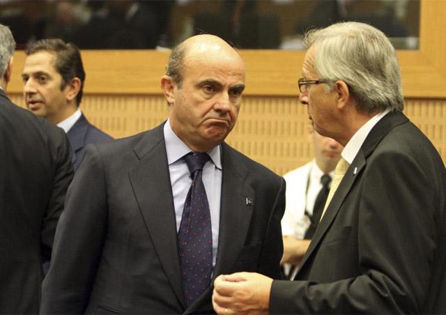 El ministro de Economía, Luis de Guindos (izq.), y el comisario Europeo de Economía, Olli Rehn. | Efe
