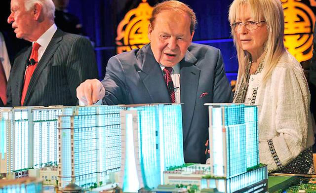 Adelson y su mujer, en la presentación de su proyecto en Macao. | Afp