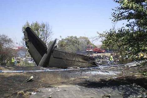 Restos de avión siniestrado en Barajas.