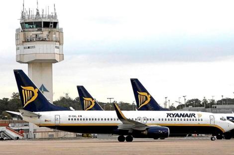 Aviones de Ryanair en el aeropuerto de Girona. | EL MUNDO