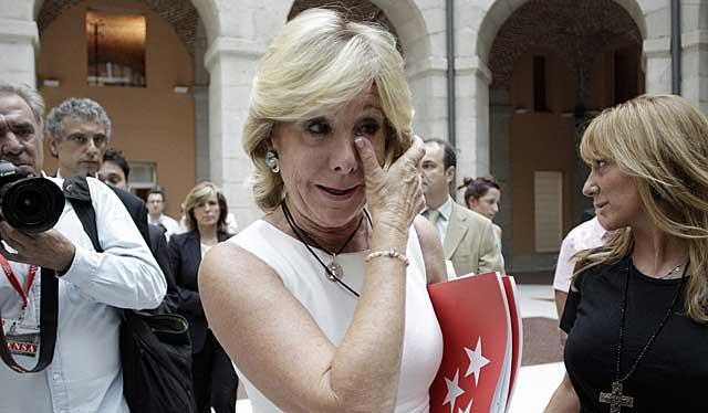 Esperanza Aguirre, visiblemente emocionada tras anunciar su retirada de la política. | Alberto di Lolli