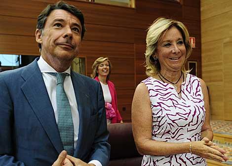 La presidenta con Ignacio González, su sucesor. | Bernardo Díaz
