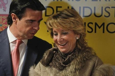 Aguirre, junto al ministro Soria en un acto. | José Ayma