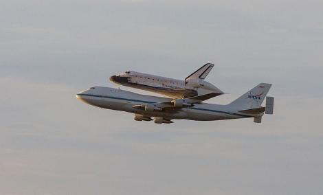 El transbordador 'Endeavour' a bordo del Boeing 747. | NASA