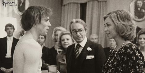 Nureyev con la reina, en un descanso de uno de sus espectáculos en 1978.