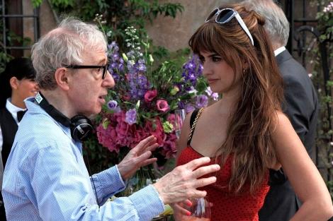 Allen y Cruz antes, del rodaje de una escena de 'A Roma con amor'. | Efe