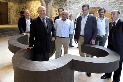 José Ignacio Wert, en el museo Chillida-Leku. | Javier Etxezarreta/ Efe