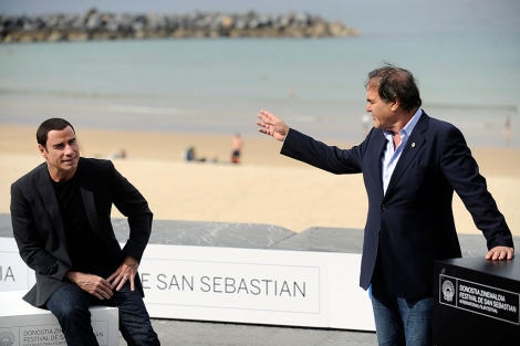 Oliver Stone (d) y John Travolta, tras la proyección del filme. | AFP
