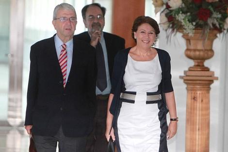 La ex consejera Magdalena Álvarez a su llegada al Parlamento de Andalucía. | Carlos Márquez
