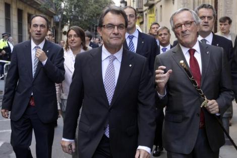 Mas, acompañado del alcalde de Barcelona, Xavier Trias.   Antonio Moreno