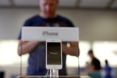 El nuevo iPhone 5 en una tienda de EEUU.| Afp