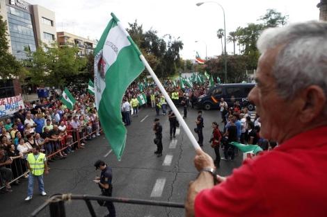 Concentración del SAT a las puertas del Parlamento andaluz. | Jesús Morón