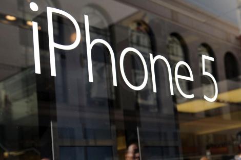 Un logotipo del nuevo iPhone en una tienda de EEUU.| Efe/Susanna Bates