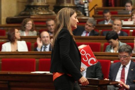 La socialista, Martínez-Sampere, defiende la abstención del PSC. | Efe
