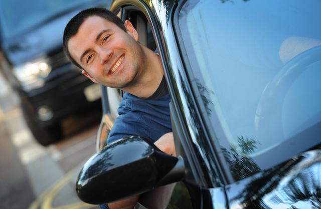 Chris Jones, a bordo del BMW que alquila a otros particulares.