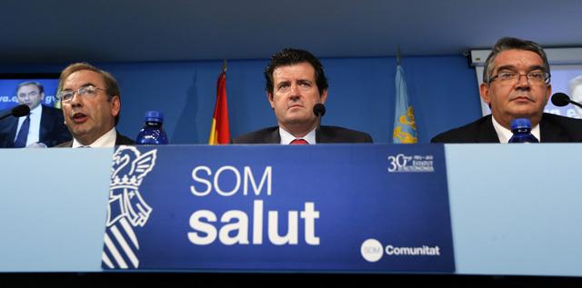 El vicepresidente Císcar, entre los consellers de Sanidad y Hacienda. | Efe