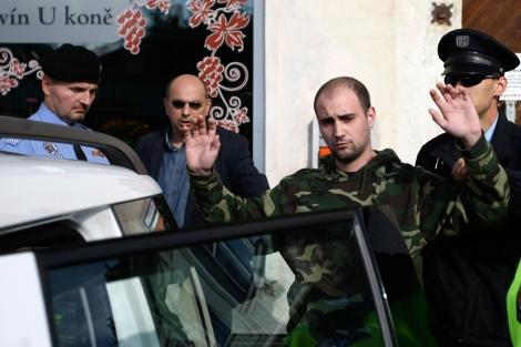 El joven que atacó al presidente de la República Checa es detenido por la Policía, Praga. | Reuters