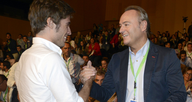 Alberto Fabra felicita al nuevo líder de NNGG del PP valenciano, Juan Carlos Caballero. | PP