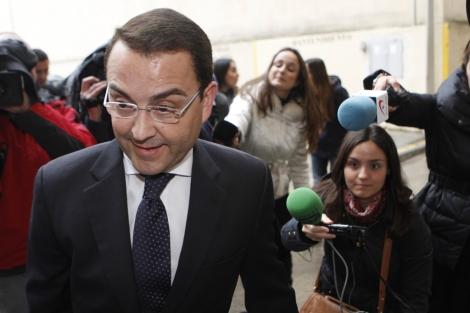 El empresario Miguel Zorío, entrando a los juzgados de Palma de Mallorca.   Jordi Avellà