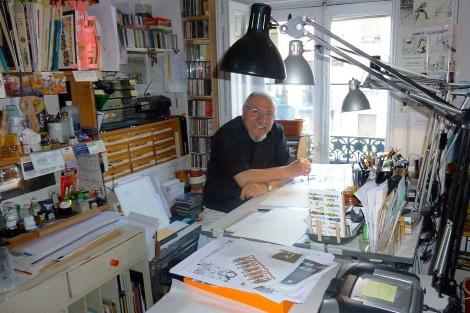 El historietista Carlos Giménez, autor de 'Pepe', en su estudio.   Panini Cómics MÁS FOTOS