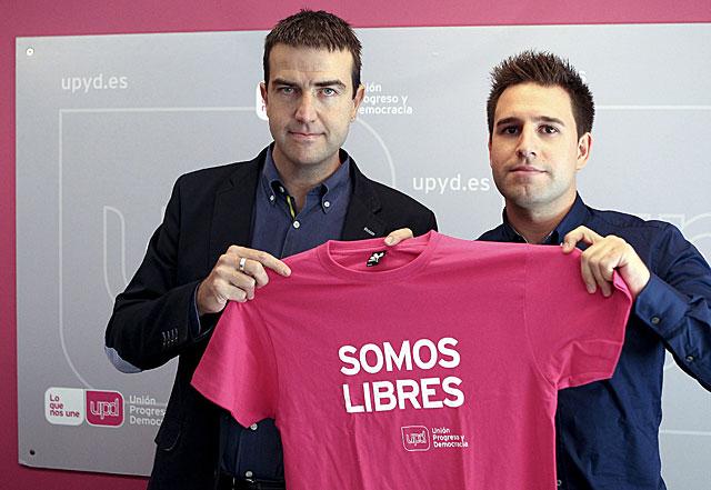 Gorka Maneiro y el candidato por Gipuzkoa, Ignacio Oñate. |Efe