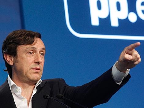 El portavoz del PP, Rafael Hernando, en la sede de Génova.   José Aymá