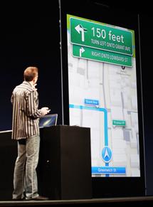 Scott Forstall, vicepresident de iOS, presenta la nueva app de mapas. | Reuters