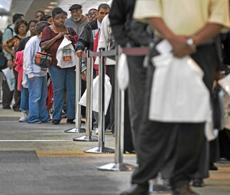 Cola del paro en EEUU. | Reuters