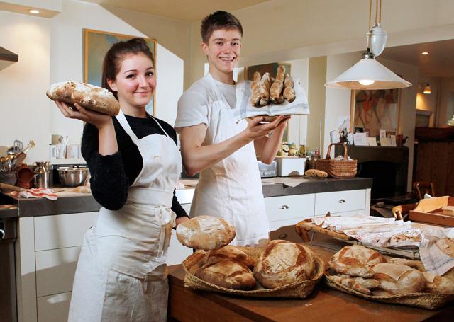 Lara y Jack Prince, en la cocina casera de The Pocket Bakery | Rii Schroer/The Daily Telegraph