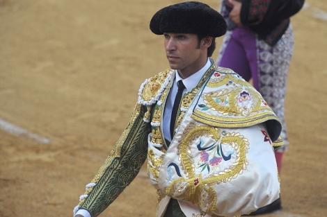 Cayetano Rivera este verano, durante una corrida en Estepona.| Gtres