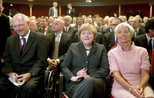 Homenaje al ministro alemán de Finanzas con Angela Merkel y Christine Lagarde.   Efe
