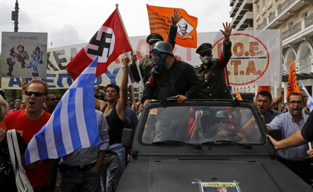 Protesta en Atenas por la visita de Merkel.   Reuters
