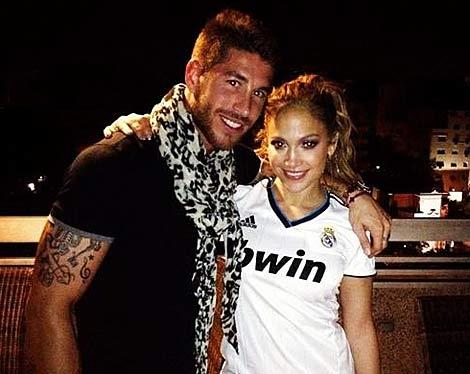 Sergio Ramos colgó esta foto con Jennifer López en su twitter.