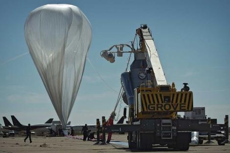 El globo de Baumgartner, poco antes de la cancelación del vuelo. | Reuters