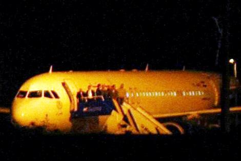 Imagen del avión sirio que ha sido forzado a aterrizar en Ankara   Afp