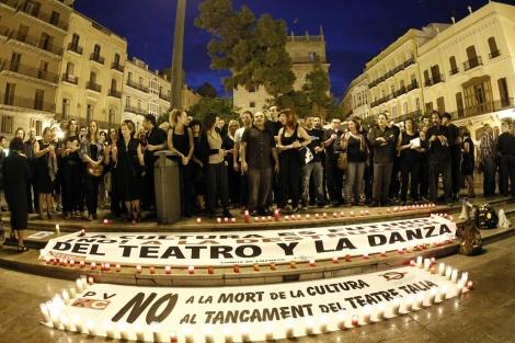 Varias entidades culturales de la ciudad realizan una marcha silenciosa. | José Cuéllar
