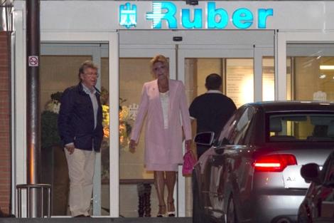 La baronesa Thyssen acudió a la clínica, en la que nació su tercer nieto. | Gtres
