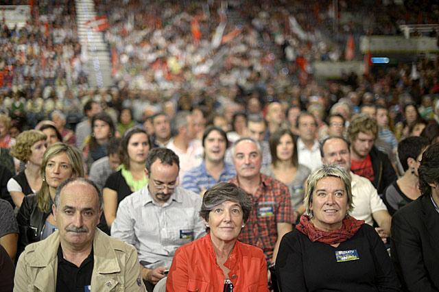 Mintegi (c.) durante el acto de campaña de EH Bildu celebrado en el BEC de Barakaldo. | Reuters